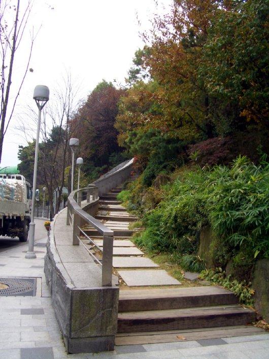 2チェハが上がっていく階段