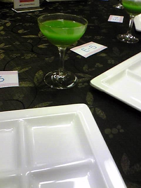 匿名希望さま緑色の飲み物です
