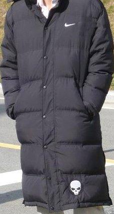 黒のダウンコート