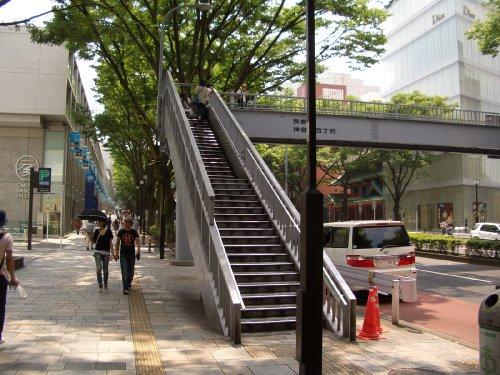 表参道の歩道橋