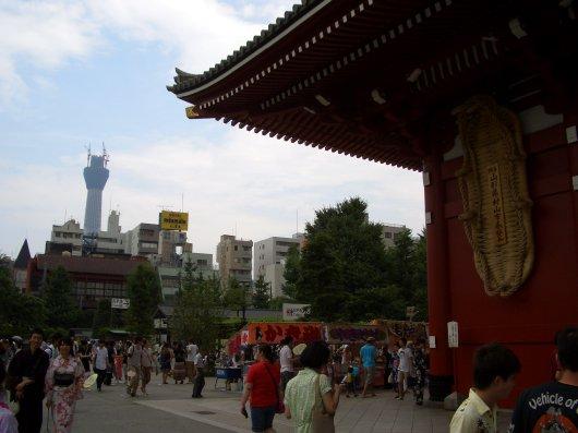 11浅草寺から見るスカイツリー