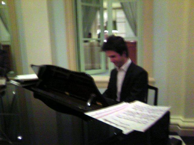 ホテルでのピアノ生演奏