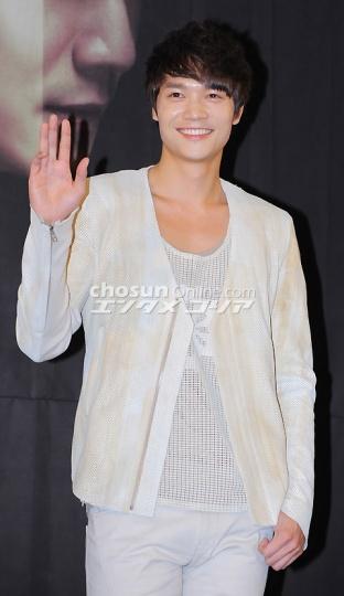 朝鮮日報いばらの鳥制作発表会20110224-06