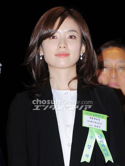 ヒョジュちゃん表彰20110303-6