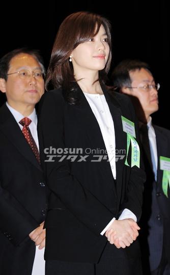 ヒョジュちゃん表彰20110303-4