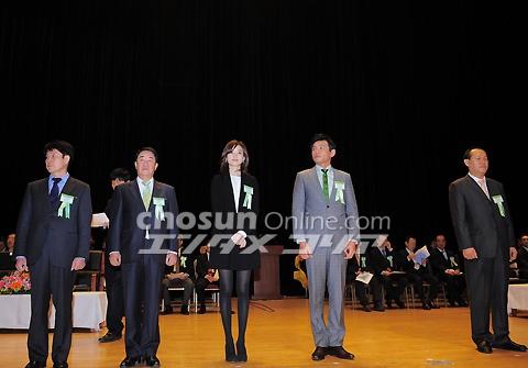 ヒョジュちゃん表彰20110303-2