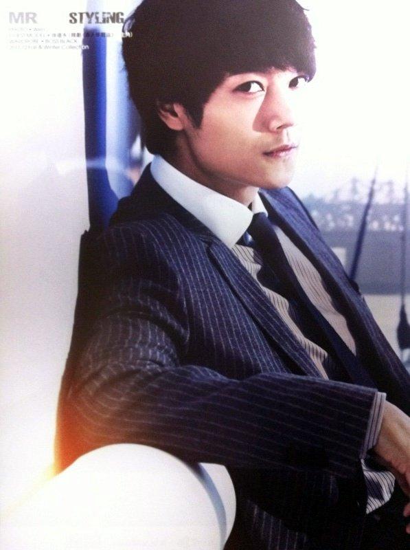 香港雑誌MR2011年8月号1-2