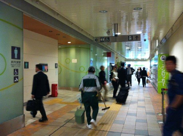03品川駅ECUTE内トイレ&コインロッカー