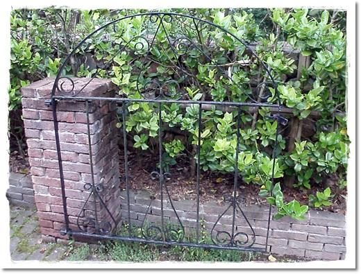 レセプションガーデンの門