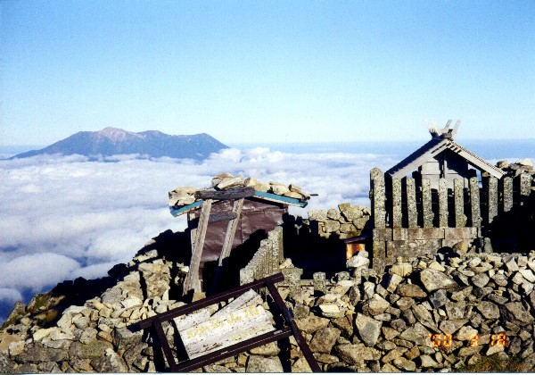 img013.jpg木曽駒山頂.jpg