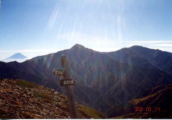 img031.jpg北岳と富士山.jpg