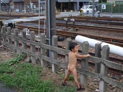 5電車を待つ