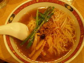 yoyogi-dekkai-gyoza3.jpg