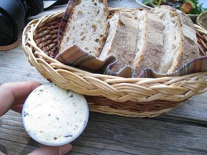 このパンと手作りバターは最高ですっ!