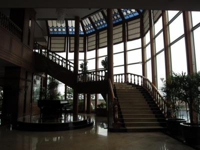 ロビー奥の螺旋階段