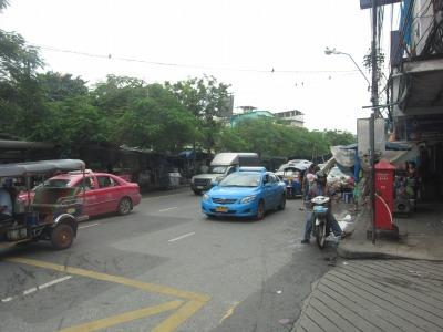 ホテル前の大通り