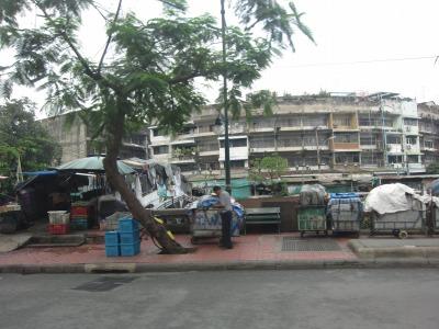 ホテル前の大通り2