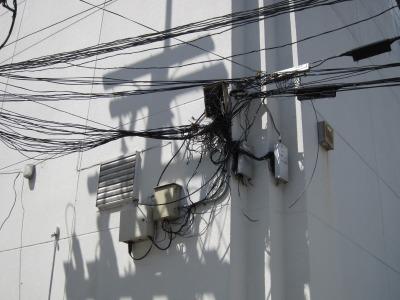 危険な電線2