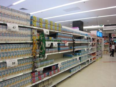 パック入り乳製品コーナー