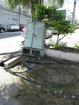 危険な電線4