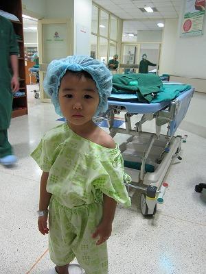 手術を待つちび子