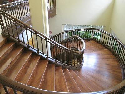 ロビーの螺旋階段