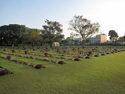 戦争墓地内2