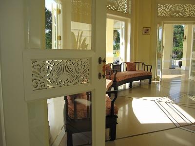 玄関ホール(小)のソファ