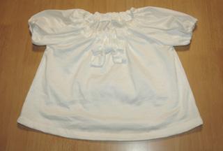リボンのついた服