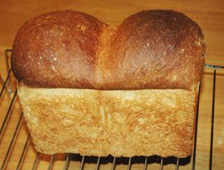 自家製天然酵母の食パン