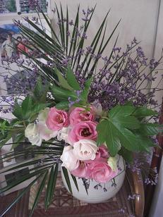 居間の壁の花