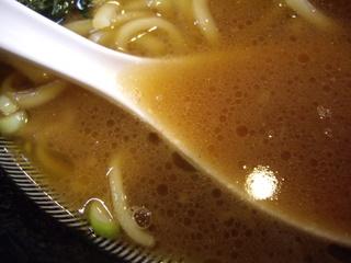 家系ラーメン浮浪雲 ラーメン中盛(スープ)