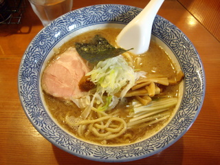麺処ほん田 濃厚豚骨魚介ラーメン