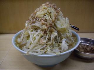 ラーメン富士丸 北浦和店 ラーメン(山角度)
