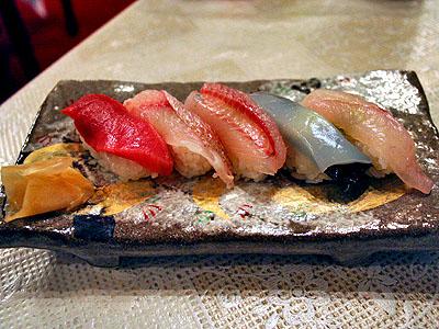 食事 「地魚と中とろのにぎり寿司、甘酢生姜」
