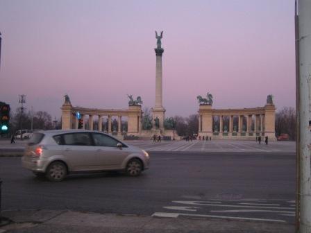 英雄の広場