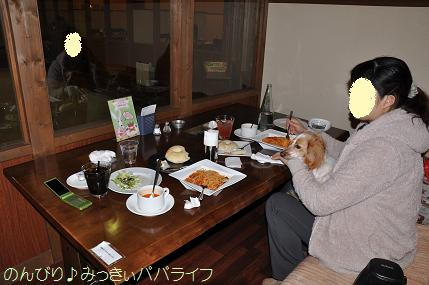 gunmadogcafe4.jpg
