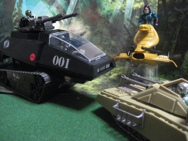 ARMADILLO TANK VS SERPENTOR'S AIR CHARIOT