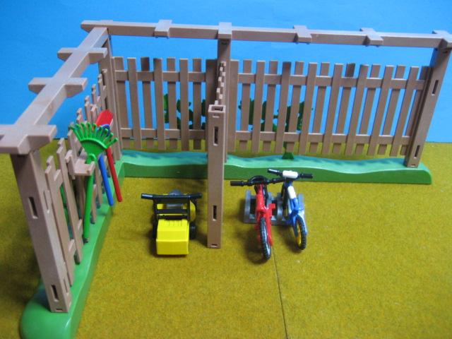 プレイモービル・木の柵の駐輪場6