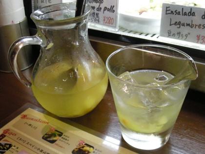 白ワインベースのサングリア