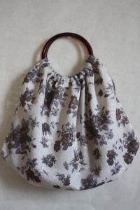 焦げ茶薔薇のバッグ