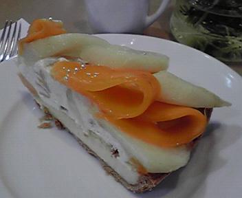 洋梨とマンゴーのタルト