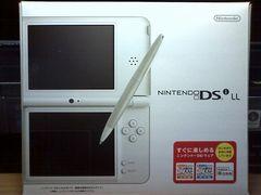 Nintendo DSi LL -1