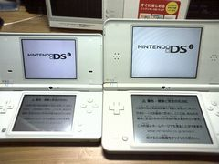 Nintendo DSi LL -4