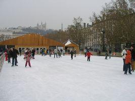 ベルクール広場のスケートリンク