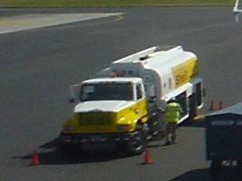 エルサルバドル空港の燃料車