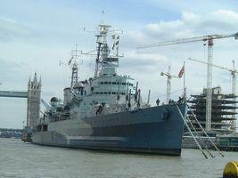 テムズ川の戦艦