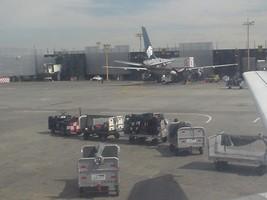 メキシコ空港の荷物運搬車
