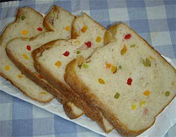 ドライフルーツたっぷりの食パン