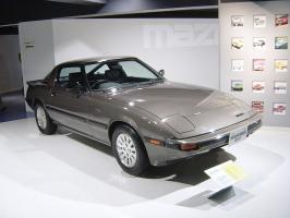 800px-Mazda-rx7-1st-generation01.jpg